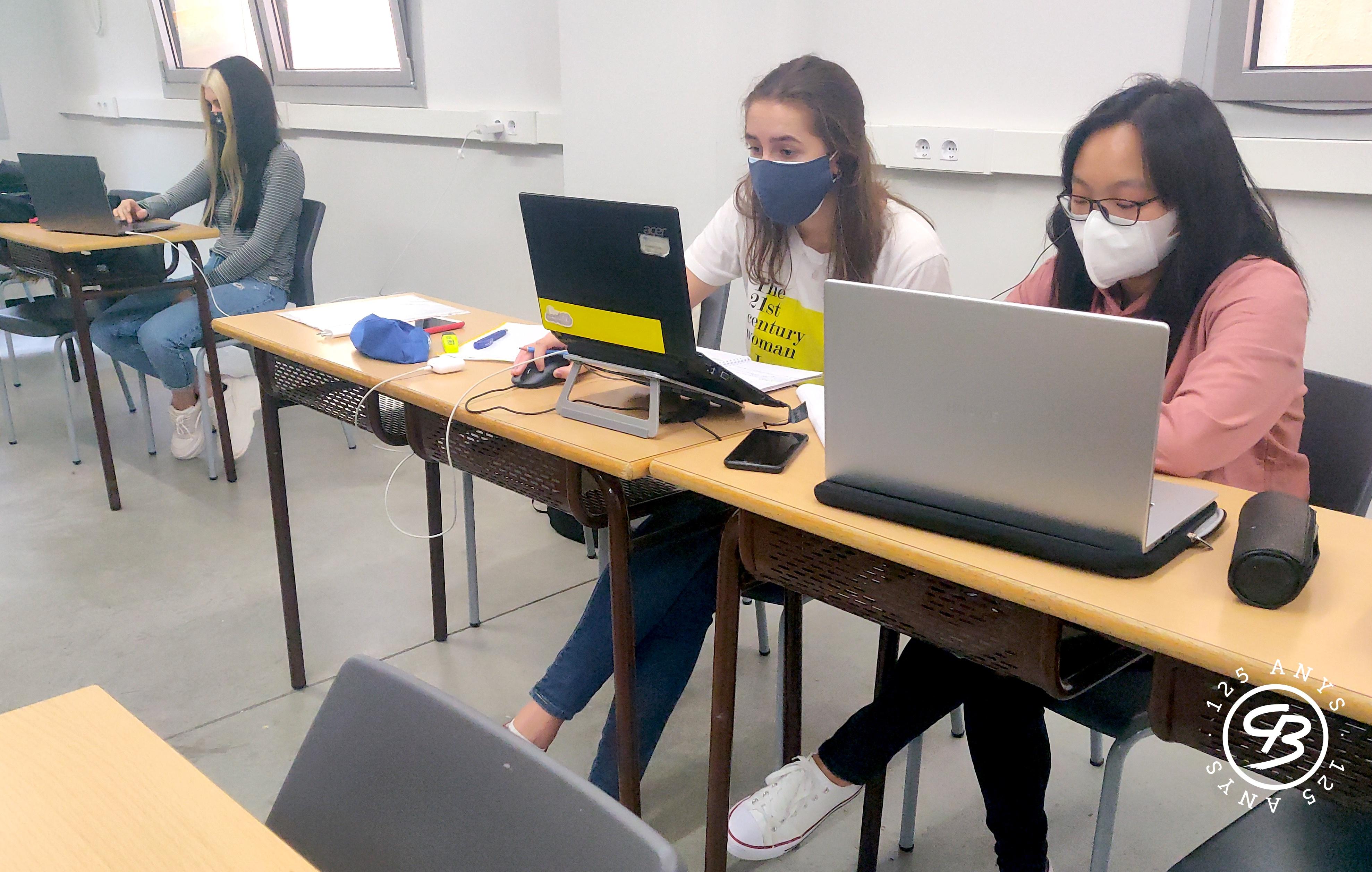 Bankia beca tres alumnes de Comerç Internacional del col·legi